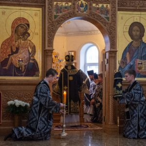 В храме свт. Иоанна Милостивого состоялось архиерейское богослужение