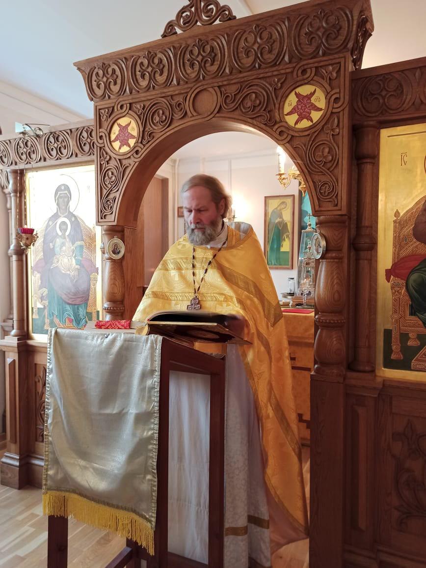 Ранняя литургия в храме святого праведного Иоанна Кронштадского при Психоневрологическом интернате N 7 в День Крещения Руси